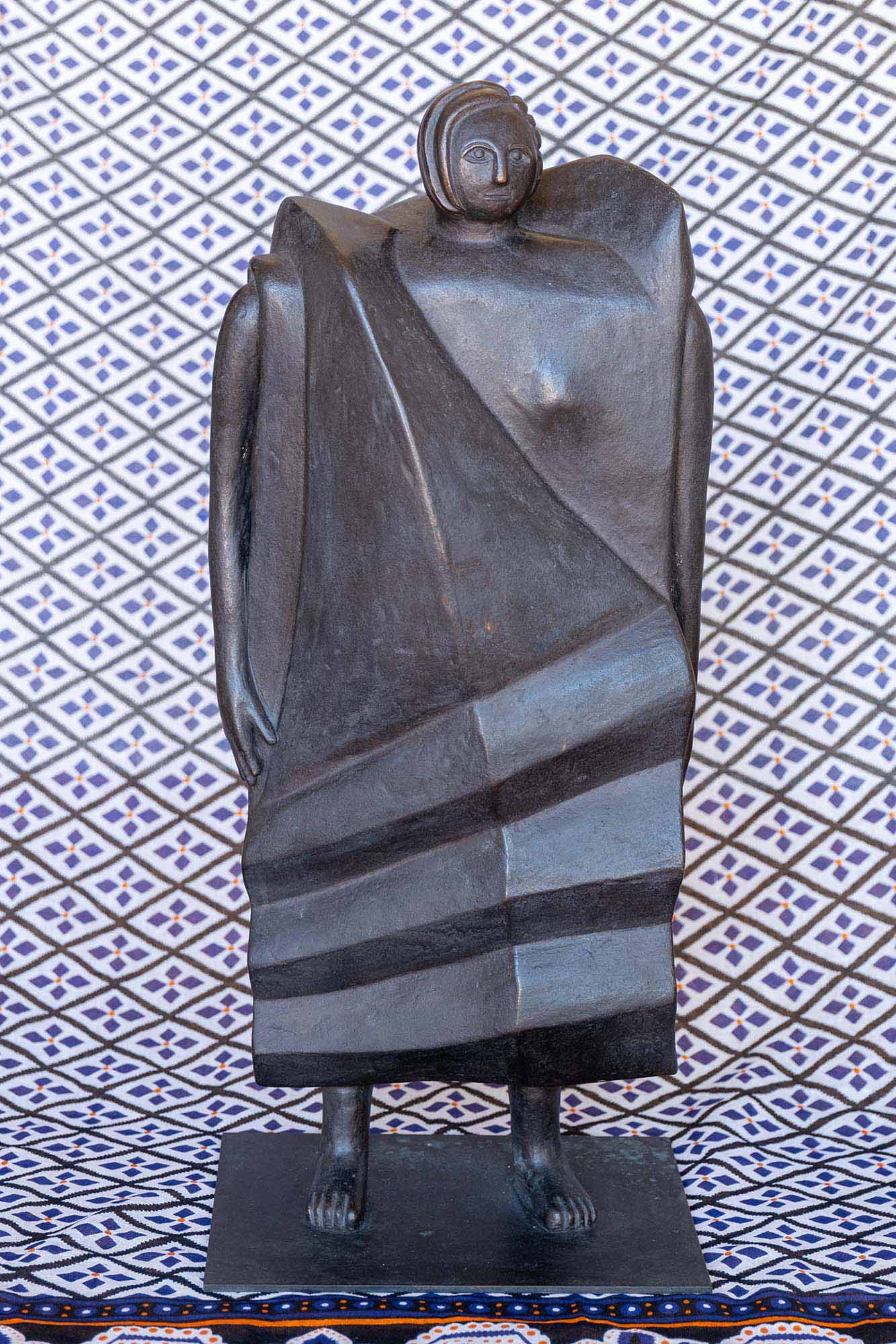 <em>Personaggio con gonna ondulata</em>, 1999, bronzo, 65x30x16cm